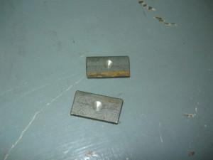Металлические подкладки с фиксирующими углублениями