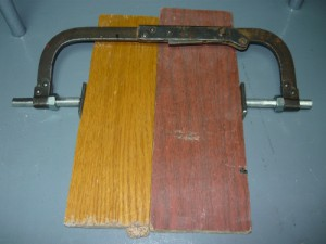 Вид на струбцину, переделанную из ножевки по металлу
