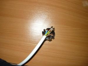 Подсоединение проводов к контактам вилки с заземляющим контактом