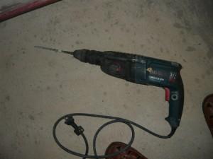 Перфоратор для сверления отверстий в бетоне