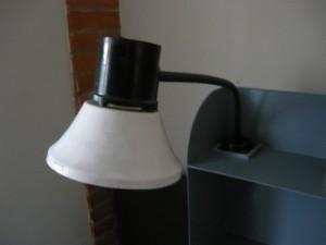 Старая лампа марки НКПОЗУ-60-003УХЛ-4, закрепленная на старом месте