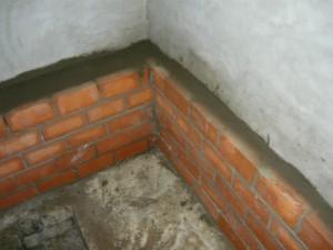 Заделка пространства между стеной и кирпичной кладкой