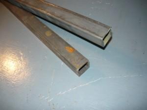 Заготовки из двух труб квадратного сечения для установки светильника на стену