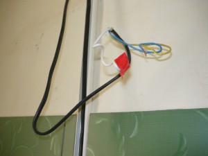 Фазный провод, обмотанный изолентой