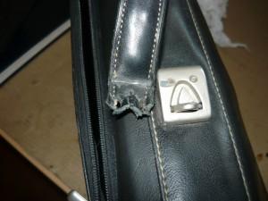 Оторванная ручка портфеля