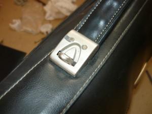 Отремонтированный узел крепления ручки портфеля