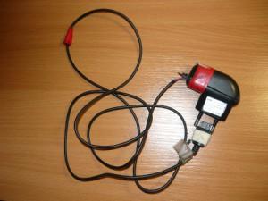 Старое зарядное устройство от сотового телефона