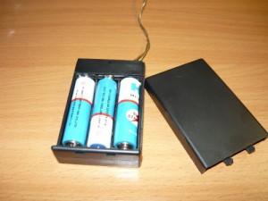 Блок питания из трех пальчиковых батареек