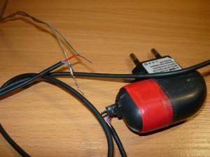 Скрученные между собой провода для проверки работоспособности