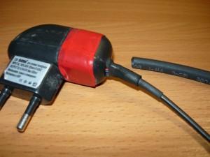 Подготовка к третьей попытке задекорировать выход проводов из зарядного устройства