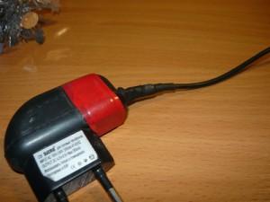 Готовое зарядное устройство с отремонтированным выходом проводов