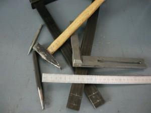 Инструменты и разметка на концах струбцин по два отверстия