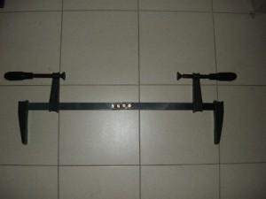 Модернезированная струбцина для ремонта мебели