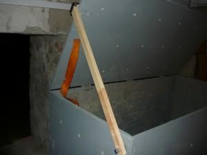 Упор из рейки для удержания крышки