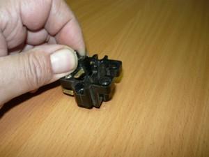Установка подвижных контактов в корпус кнопки