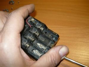 Монтаж контактов верхнего ряда магнитного пускателя