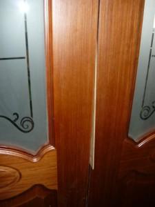 Вставка между дверями при установке дверной коробки