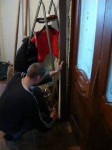 Установка боковины на дверную коробку