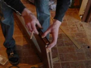 Разметка установки ригельного шпингалета на межкомнатную дверь
