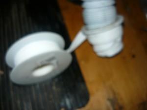 Обматывание патрубка фум лентой
