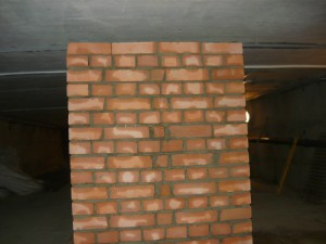 Построенная бетонная тумба
