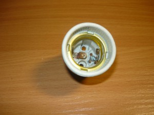 Вид на установленные контакты внутри патрона