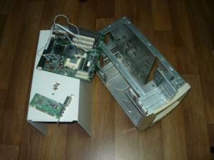 Разобранный старый компьютер