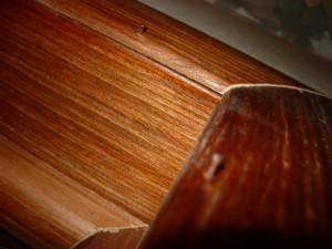 Крепление декоративных планок при помощи гвоздей, не забитых до конца