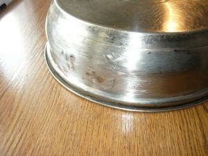 Зачищенная часть корпуса сковородки после отрезания креплений ручки