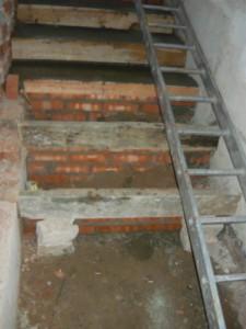 Вид на строящуюся лестницу