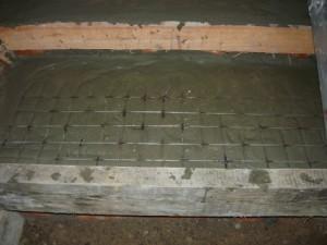 Укрепление ступеньки металлической решеткой