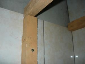 Крепление рейки к стене при помощи дюбелей
