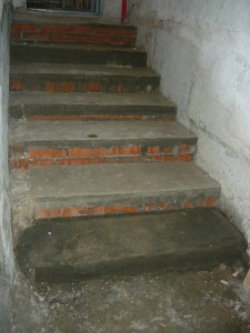 Общий вид на лестницу с добавленной ступенькой