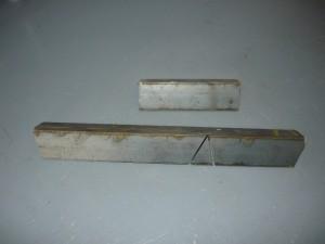 Отрезки металлического уголка для изготовления креплений