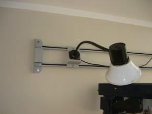 Крепление светильника с кабелем на основание