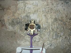 Монтаж выключателя над распределительной коробкой