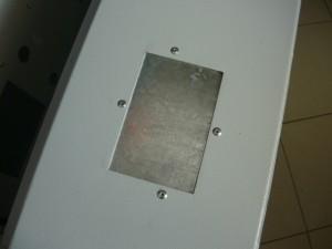 Вид на окончание работы по перекрытию прямоугольного отверстия при помощи слепых заклепок и заклепольщика