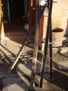 Старые столбы от забора
