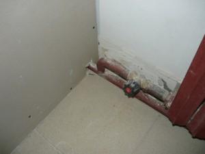 Монтаж гипсокартона возле труб отопления