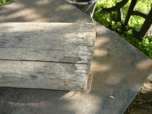 Вид на спил противоположного конца чурки под небольшим скосом к перпендикуляру ее оси