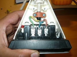 Монтаж контактов силового провода к выводам нагревателя