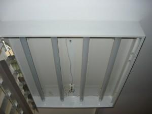 Вид на смонтированные светодиодные лампы в корпусе для ламп дневного света