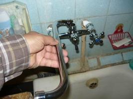 Проверка правильности установки крана при помощи поворотного носка