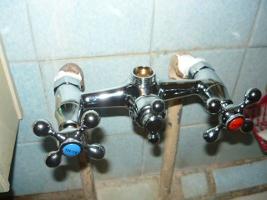 Проверка герметичности соединений под давлением воды
