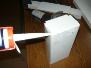 Заклейка стыков силиконом белого цвета