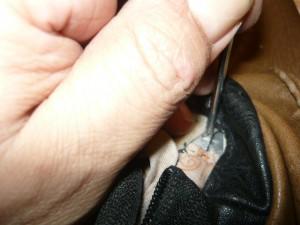 Окончание монтажа держателя ручки сумки