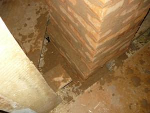 Вид на прохождение потолочного перекрытия со стороны чердака