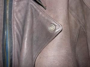 Сравнение цвета обратной стороны лацкана и лицевой части куртки