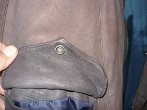 Разница цвета обратной стороны клапана кармана и передней части куртки