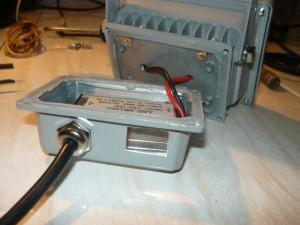 Вид на высверленное и обработанное отверстие для выключателя